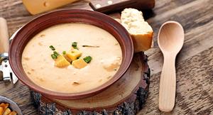 Supă cremoasă de brânză și bere