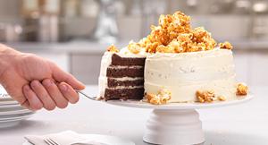 Tort cu ciocolată albă și popcorn caramelizat